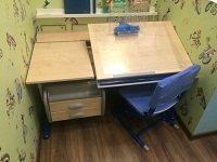 Парта для школьника ДЭМИ модель СУТ 17-04 клен / синий со стулом СУТ02 Чехол Замша