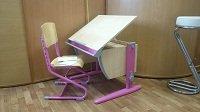 Растущая парта ДЭМИ модель СУТ 14 клен / розовый со стулом СУТ-02 из фанеры