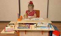Школьный стол ДЭМИ модель СУТ14-02 клен / оранжевый со стулом СУТ02