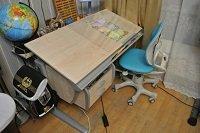 Трансформируемая парта для школьника ДЭМИ - модель СУТ 15-04 клен / серый с креслом