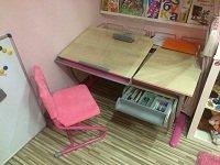 Школьная парта для дома - комплект мебели ДЭМИ - модель СУТ 17-04 клен / розовый со стулом СУТ 02