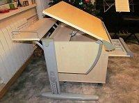 Школьная парта для дома фирмы ДЭМИ - модель СУТ 14-01 с тумбой