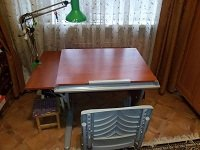 Школьная парта для дома ДЭМИ - модель СУТ 14-02 яблоня / серый со стулом СУТ 01